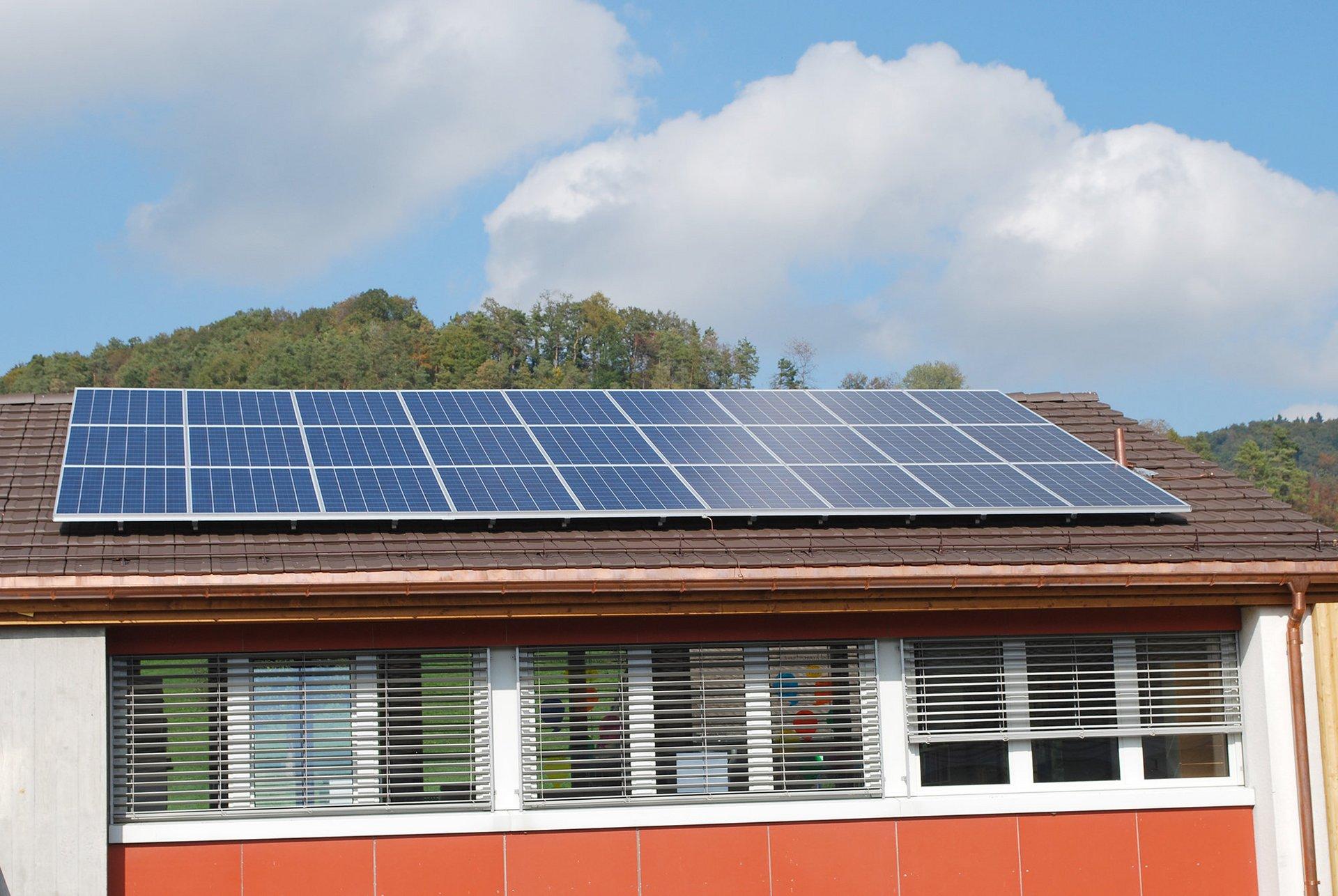 Planung und Montage von Photovoltaik-Anlage.