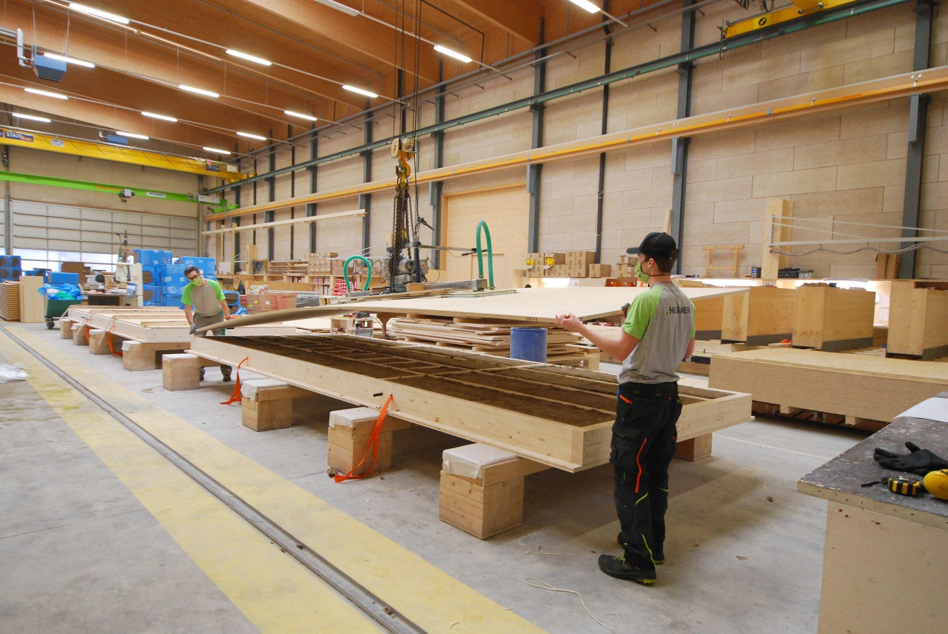 Produktion Elemente im Werk von HUSNER AG Holzbau für die Wohnüberbauung Leben im Park Gipf-Oberfrick