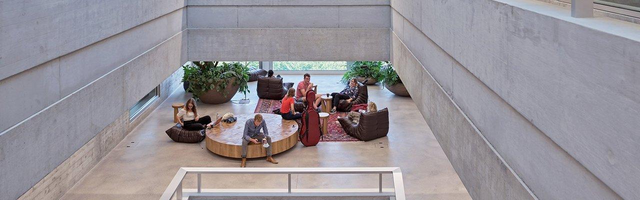 Luzern Hochschule Musik Sitzelemente Eiche massiv