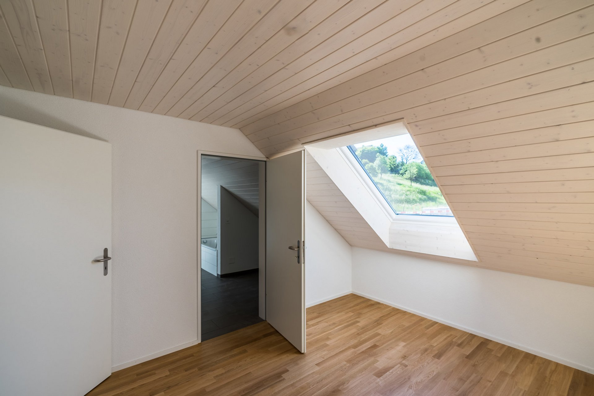 Wohnüberbauung Vite Zeiningen. Innenausbau mit Täfer.