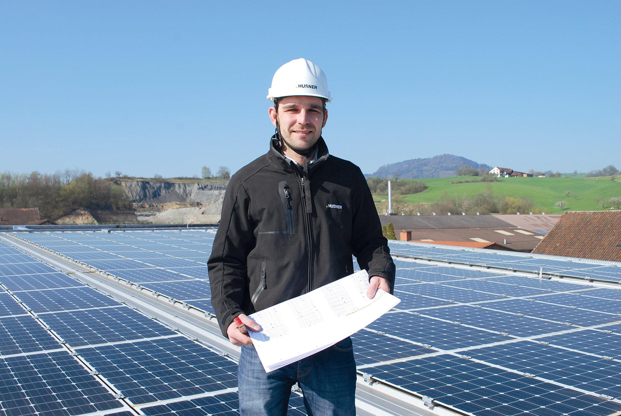 HUSNER Photovoltaik Anlage mit Projektleiter