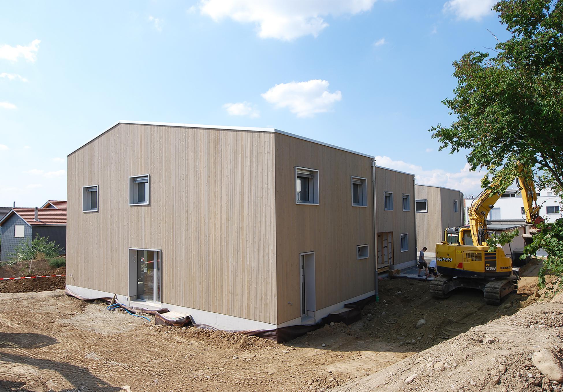 6 Reiheneinfamilienhäuser Visavie in Sarmenstorf mit vorvergrauter Holzfassade