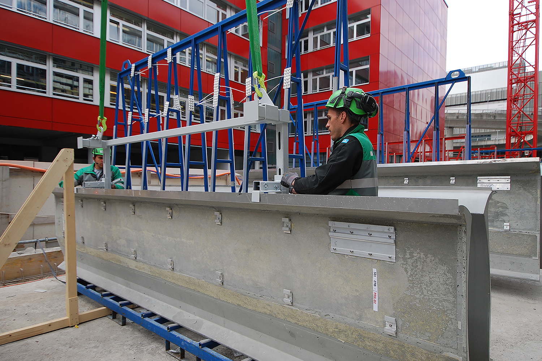 Glasfaserbetonelement mit vormontierten Windagraffen