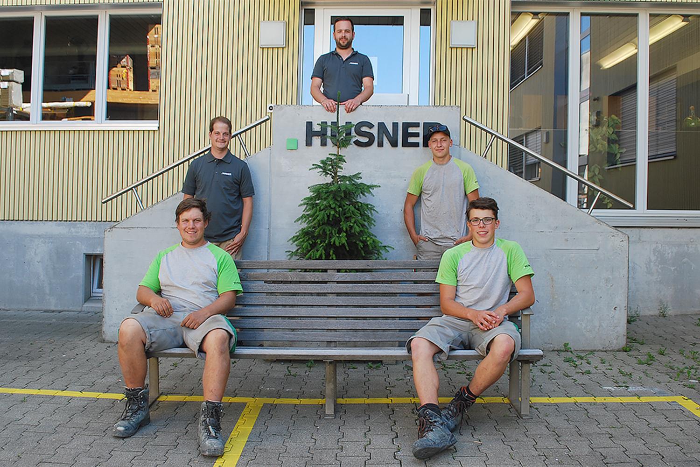 Drei Lernende haben die Lehre zum Zimmermann EFZ erfolgreich abgeschlossen