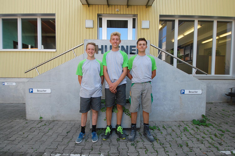 Drei Lernende in der Ausbildung zum Zimmermann bei HUSNER AG Holzbau