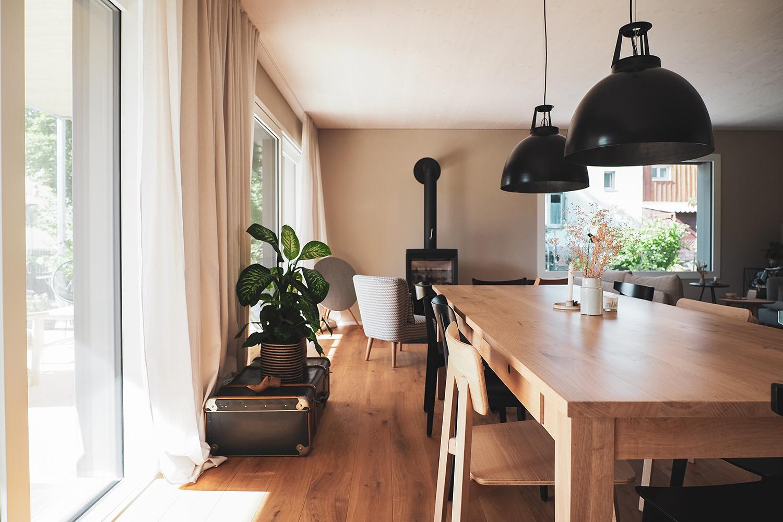 Holzhaus sichtbarer Holzdecke