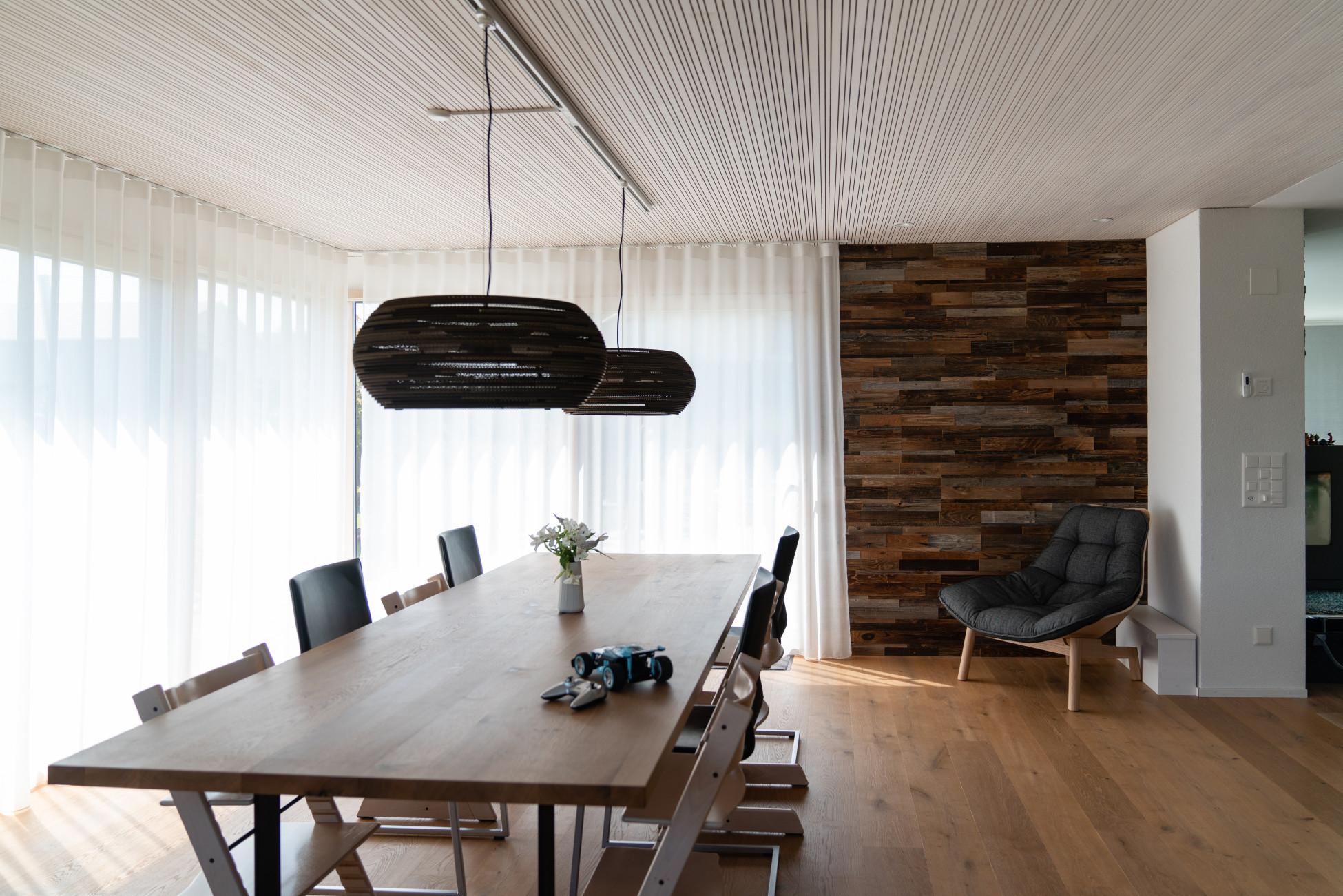 Anbau Einfamilienhaus in Holzelementbauweise mit Akustikdecke
